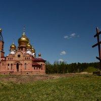 Строящаяся церковь и крест :: Светлана Грызлова