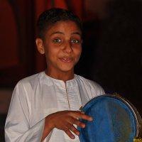 Юный музыкант с таблой...)) :: Владимир Хиль