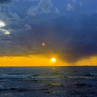 Глаз Солнца 1 :: Gennadiy Karasev