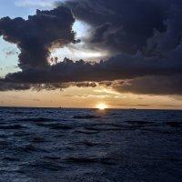 Солнце садится :: Gennadiy Karasev
