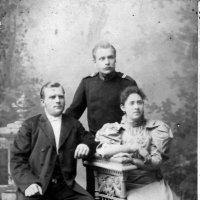 Дед (стоит) и бабушка в Воронеже :: Олег Афанасьевич Сергеев