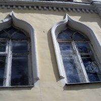 Старинные окошечки в Подмосковном городе Дзержинский :: Ольга Кривых