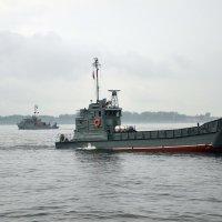 Корабли напротив Центральной Набережной-03 :: Александр