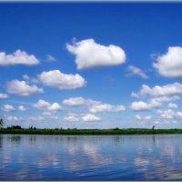 Там в высоком синем небе Проплывают облака Посылают нам приветы В виде тёплого дождя... :: Людмила Богданова (Скачко)