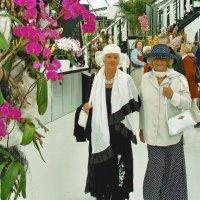 На выставке цветов и её посетители :: Free