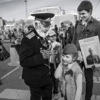 Урок истории (Поцелуй ветерана). :: Алексей Окунеев
