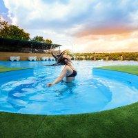 Девушка в бассейне :: Алена