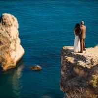 Любить - это не значит смотреть друг на друга, любить - значит вместе смотреть в одном направлении:) :: Алексей Латыш