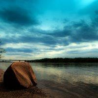 Камень на берегу :: Сергей Потапов