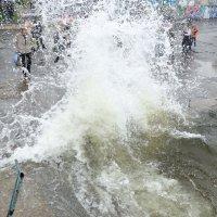 Волна догнала... :: Александр