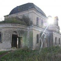 Заброшенная церковь :: Олег