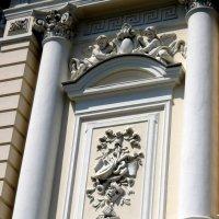 Фрагмент фасада Ростовского  молодёжного театра :: Нина Бутко