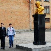 Учітесь, читайте, і чужому навчайтесь, й свого не цурайтесь... :: Валентина Данилова