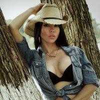 Cowgirl :: Alex M. Bronco