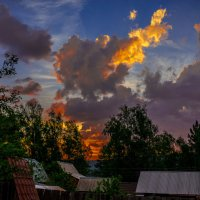 вечер в дачном поселке :: Олег Мартоник