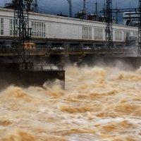Сброс воды на Камской ГЭС :: Александр Лядов