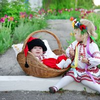Нашла братика в тюльпанах :: Наталия Ефремова