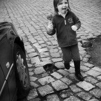 Девочка с мороженым :: Алексей Окунеев