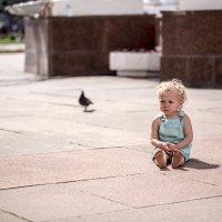 Ребёнок и голубь :: Андрей Варламов