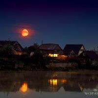 Луна на восходе Солнца :: Георгий Бондаренко