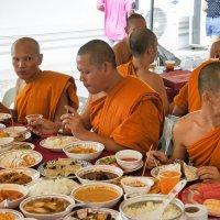 Чем Бог послал,то есть Будда!Тайланд :: Евгений Подложнюк