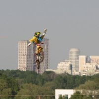 Мотофристайл в городском интерьере 3 :: Андрей Синявин