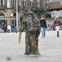 Сказочный персонаж на работе в Амстердаме :: Евгений Дубинский