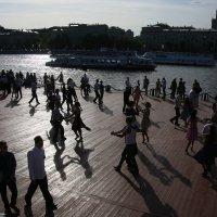 танцы в городе :: Олег Лукьянов
