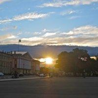 солнышко прощается с городом :: Елена