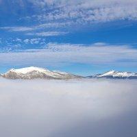 Вершины гор в тумане :: Андрей Кучерявенко