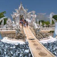 Дорога в храм Ронг Кхун :: Евгений Печенин