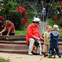 Бабушки и внуки :: Владимир Бровко