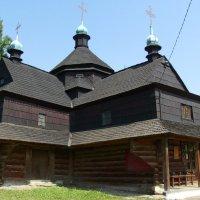 Старый  храм  16  века  в  Коломые :: Андрей  Васильевич Коляскин