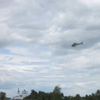 В храм - на вертолёте. :: Михаил Попов
