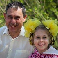 Папа с дочкой :: Владимир Маслов