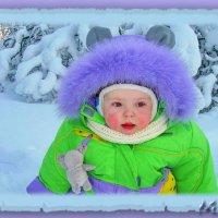 Выпал на дорожку беленький снежок. Вышел на прогулку с мамой малышок. :: Людмила Богданова (Скачко)