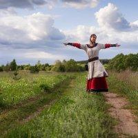 Девушка селянка в поле :: Алексей Малахов