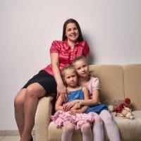 Мама с дочерьми :: Яна Васильева