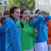 Северодвинск. День России. Готовятся к танцам :: Владимир Шибинский