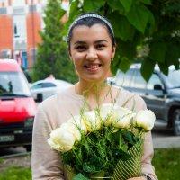 Красавица с цветами :: Олег Цуциев