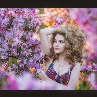 в розовых цветах :: Ludmila Zinovina