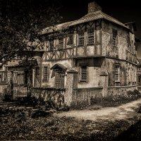 Дом с привидениями.. :: Александр Шмалёв