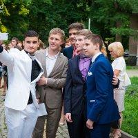 Селфи выпускников. :: Виталий Удодов