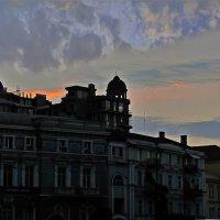 закат над Екатерининской пл. :: Александр Корчемный