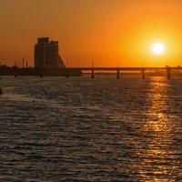Утомлённое солнце... :: Юрий Муханов