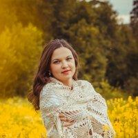 На жёлтой поляне, в живительной тени :: Светлана Давиденко