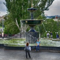 Фото у фонтана :: Владимир Кроливец