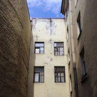 Старинный двор-колодец :: Aнна Зарубина