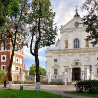 Замковая башня и Католический храм Тела Господня в Несвиже :: Денис Кораблёв