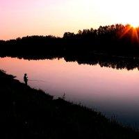 Закат у озера. :: Наталья Юрова